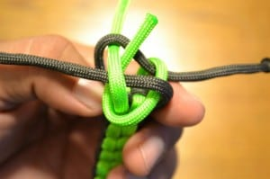 Thread the remaining paracord threw the middle of the loop.