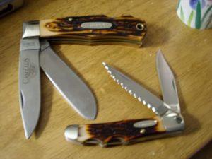 Similar to traditional pocket knives.
